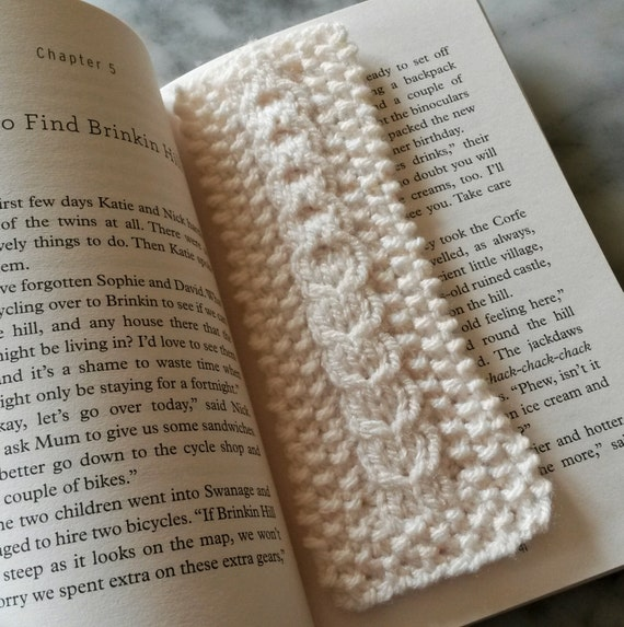 Knitted bookmark with Aran heart cable. Original design. Made in Ireland. Great gift for booklover. Cream white yarn. Valentine gift for him