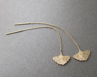 Earrings dangling chains through 750/000 gold plated ginkgo leaf