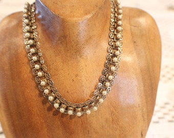 Faux pearl and metal neclace