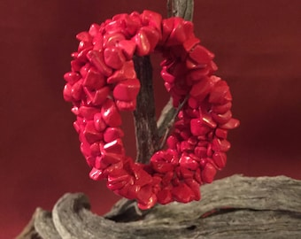 FREE SHIPPING.. Polished chips of coral bracelet