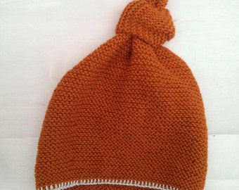Knitted pointy hat with knot