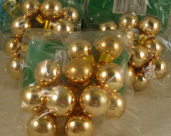 Glass Ornaments, Gold 25mm Glass Balls, Christmas Bulbs, Wreath Making or Floral Arrangement Supply Destash