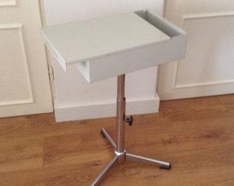 HighBox Turn. Industrial side table on tripod. Height-adjustable. Vintage, storage.