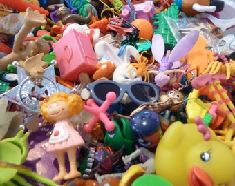 24 Miniature Toy Party Favor Toys Prize Animals Figures Cars Craft Assemblage Junk Drawer Lot Pinata Vintage New Supply (#148)