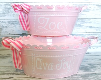 Personalized Monogrammed Scalloped Ribbon Oval Tub in Light Pink