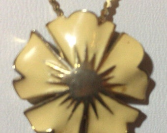 Vtg Monet Enamel Flower Necklace With Gold Tone Starburst