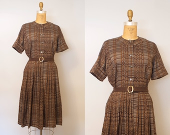 Zig Zag Dress / Vintage 1950s Brown Cotton Dress w/ Round Neck & Pleated Skirt