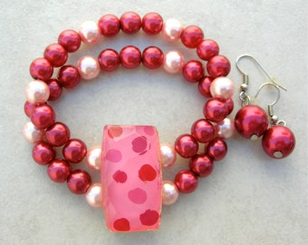 Raspberry & Pink Pearl Stretch Bracelet and Earrings, Vintage Glass Focal Piece, 2-Strand Bracelet Set by SandraDesigns