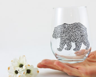 Bear glass / Grizzly bear / Back blear / Wood cabin decor / Nature gift /  Animal glass / Alaska wildlife Hand painted stemless wine glass