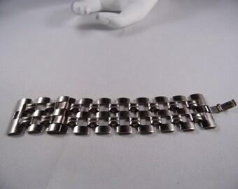 Silver Tone Metal Wide Chain Link Bracelet.