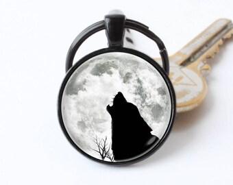 Wolf Moon Keychain full moon Howling wolf Wolf keyring Lunar jewellery Moon key chain Moon keyring Animal keychain Wildlife Black wolf Gift
