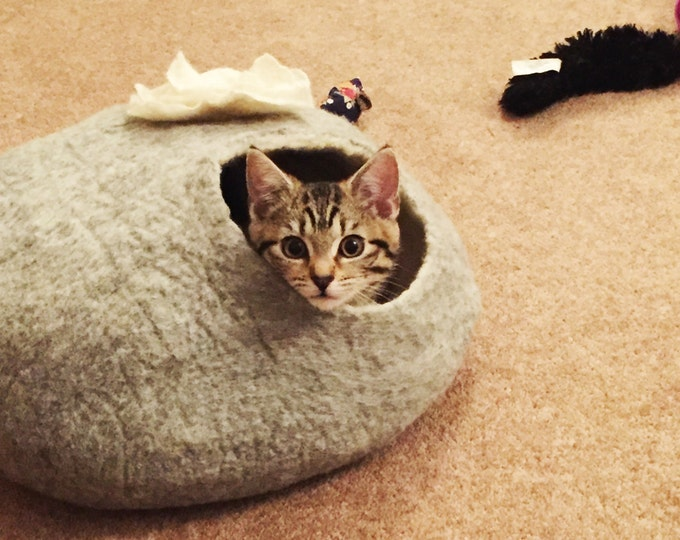 Cat Bed Cat Cave Cat House Felted Grey with Flower and FREE Ball