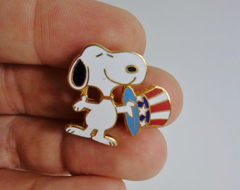 Vintage Peanuts Snoopy with Red White & Blue Patriotic Hat Enamel Pin Flair Souvenir Memorabilia Collectible Retro 80s 90s Charles Shulz