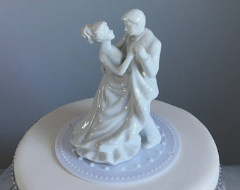 White Porcelain Wedding Cake Topper - Bride and Groom - Dancing couple - First Dance - Wedding Cake Decoration
