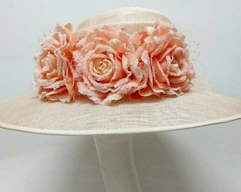 Pale peach hat with peach roses