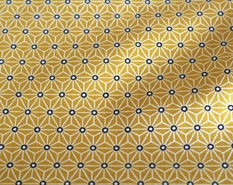 Graphic fabric coupon 50 x 70 cm yellow and white