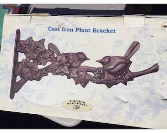 Garden Sanctuary Cast Iron Plant Bracket