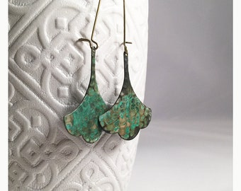 Hammered verdigris ginkgo leaf earrings. Verdigris hammered ginkgo leaf earrings. Ginkgo blue green leaf earrings. Asian style earrings.