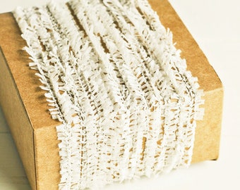 Ruffle Twine in Off White - 6 Yards - White Cream Ecru Rustic Shabby Chic Pretty Packaging Gift Wrapping Garland Ribbon Trim Party Decor