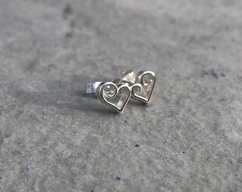 Elegant scroll stud earrings