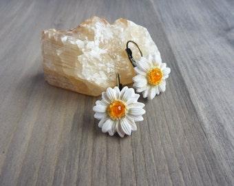 Daisy earrings White daisy earrings Spring daisy jewelry White flower drop earrings Wedding earring gift girl flower earrings