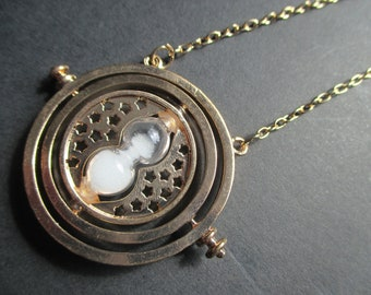 Sand timer spinning necklace in gold colour, inspired by Harry Potter, on a gold coloured chain