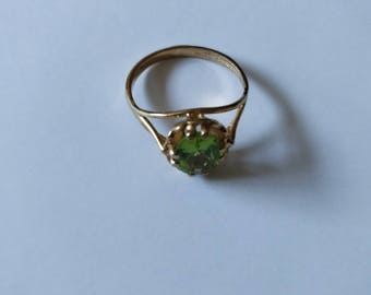 Solitaire Peridot & 9ct Gold Ring