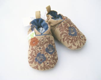 SALE XS Classic Antique Flowers  / All Fabric Soft Sole Baby Shoes / Ready to Ship / Babies