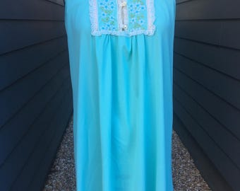 1960s Nightgown with Lace Detailing