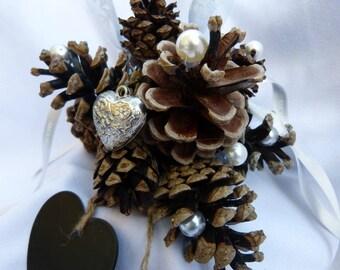 wedding ring cushion Pine cone