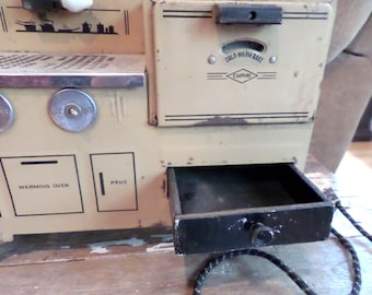 Vintage Metal Ware Empire Salesman Sample Cooking Stove Oven Cream and Black Electric Works Toy