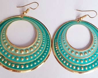 Lovely round pastel green enamel