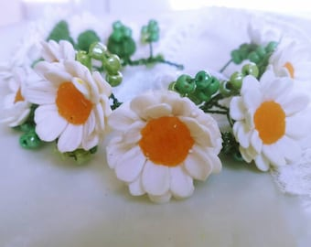 White flowers white Chamomiles Bracelet with chamomiles Flowers Summer  Bracelet for women White Green Spring White