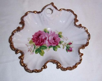 Vintage 1950's Ceramic Shell Shaped Candy Dish Nappy with Roses and Gold Trim - No. EW 1468 Possibly Lefton