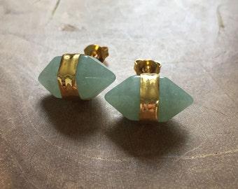 Crystal Point Aventurine - Pair of earstuds with aventurine. Gold, gemstone, rock, minimal, trend, stone, semiprecious stone, green