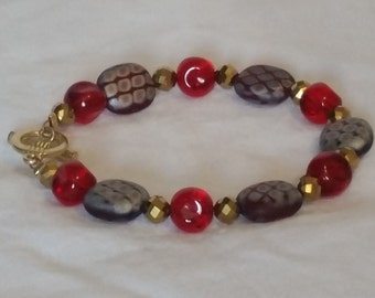 Burgandy print glass beads with red accents bracelet