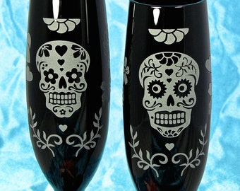 2 Black Day of the Dead Champagne Flutes, Personalized Sugar Skull Calavera Gifts for Couple