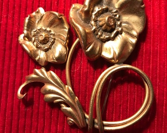 Art nouveau vintage Large brass flower brooch / pin.