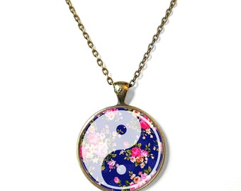 White Yin Yang Necklace, Grunge Boho Yin Yang Jewelry, Soft Grunge Pastel Goth Jewelry, Bohemian Jewelry, Boho Chic Bohemian Gypsy Jewelry