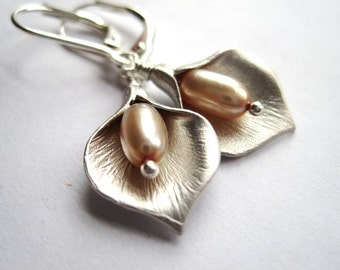 Silver Calla Lily Earrings, Calla Lilly Fresh Water Pearl Earrings, Flower Earrings, Gift For Her, Freshwater Pearl Beads