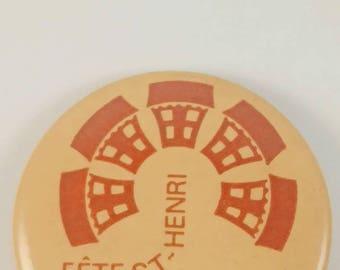 Vintage Saint-Henris pinback button