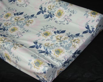 Standard Changing Pad Cover / IKEA Vadra Change Pad - Wild Posy Ethereal
