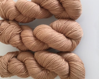 Hand Dyed 4ply BFL yarn in colourway Mina Murray 100g