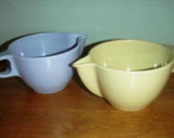 vintage kitsch ... MELMAC two Gpl CREAMER PITCHERS blue and yellow ...