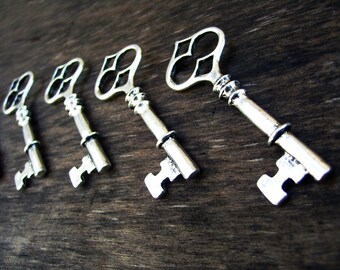 Skeleton Key Pendants Antiqued Silver Keys Steampunk Keys Big Keys Large Skeleton Keys Weddings Keys Large Keys 6pcs 61mm