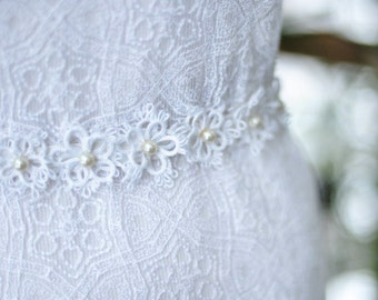 Boho Wedding Belt with Lace Flowers Bridal Sash Hippie Wedding Silk Sash Indie Wedding Sash with Flowers and Pearls Bridal Accessory