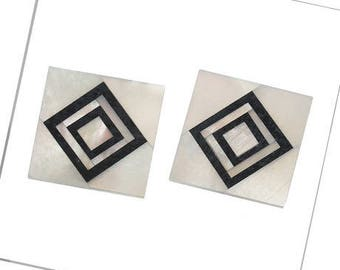 A square cabochon, natural, black & white shell, 14 x 14 mm, thickness 1 mm