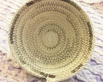 Mini ring bowl in cotton rope with grey thread