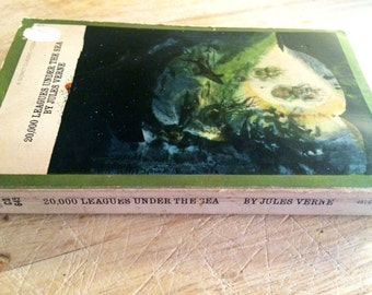 Jules Verne - 20,000 leagues under the sea - 1970s sci fi book - vintage science fiction - ocean book - thriller