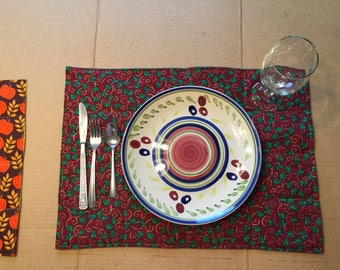 Reversable placemat - Holly with green, gold thread